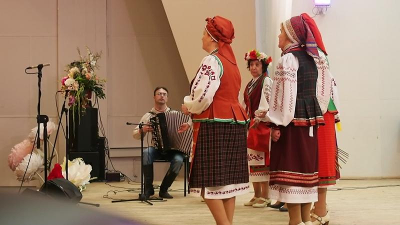 2018-04-22 25 років Калині, 18.36, Н. Шепелєва із кумою та іншими