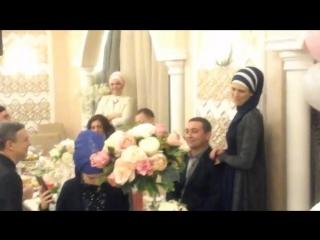 Дилемма современных татарских и русско-татарских свадеб: как называть тещу и тестя? Вы как называете или Вас как называют? Раньше в нашей деревни зять называл их
