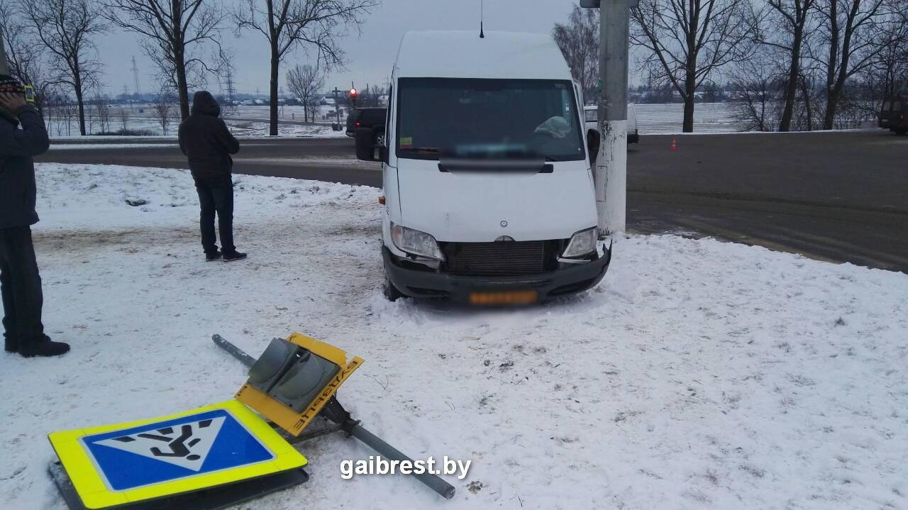 Барановичи: в ДТП травмирована женщина-пассажир маршрутного такси
