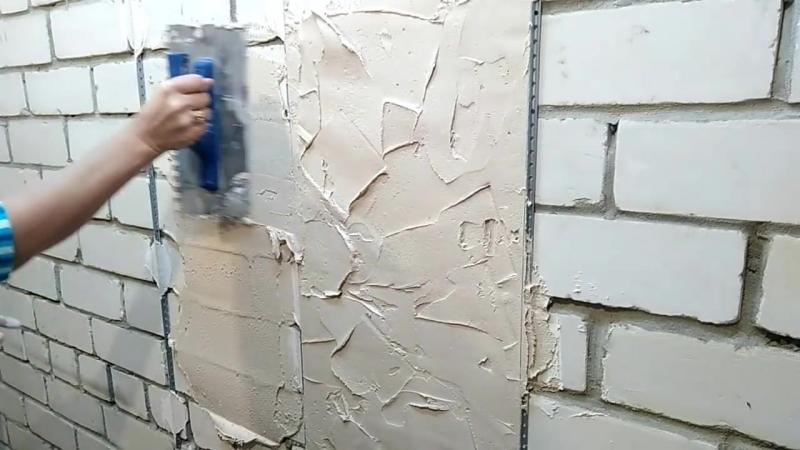 Как девушка штукатурит кирпичную стену Эксперимент с гипсовой штукатуркой Bergauf Cделай Сам