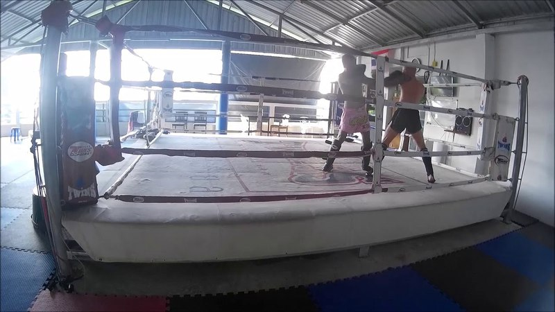 Sit Ja Vien Muay Thay Gym. Phuket. sabai-sabai dancing)