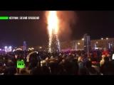 Шоу продолжается_ в Южно-Сахалинске сгорела главная городская ёлка