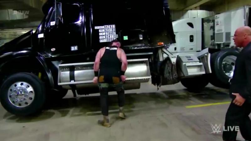 Браун Строумен перевернул грузовик на RAW 15.01.2018