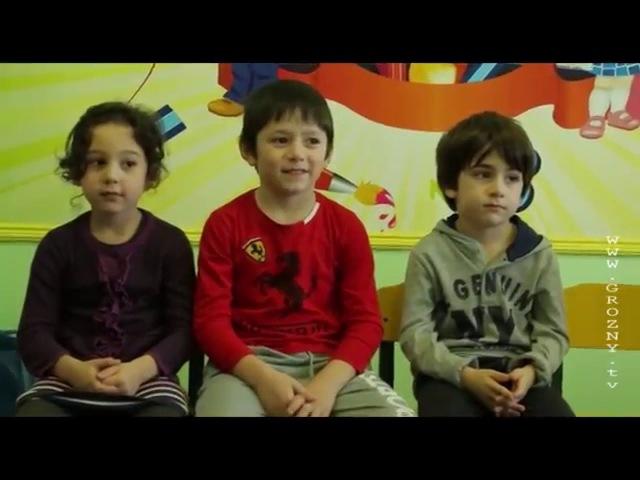 Рабочая смена Осман Сусаев и Магомед Салтымурзаев в роли воспитателей детского сада