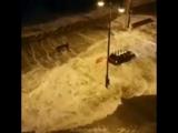 Штормовой прилив в городе Голуэй (Ирландия, 02.01.2018). Циклон Элеонора.