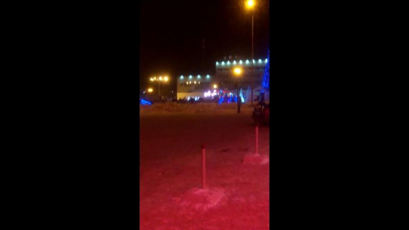 Зырим с Коршуном новогоднее поздравление на площади телек сломался дома