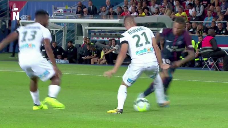 Epic nutmeg by Neymar Jr against Saint-Étienne.