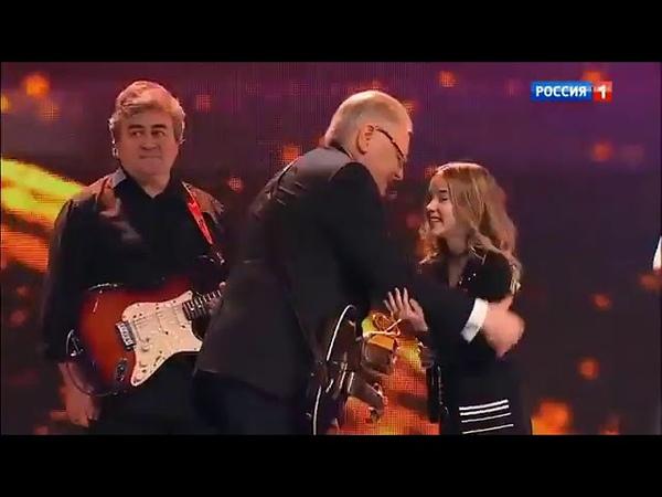 Данэлия Тулешова вручает премию НАРОДНОМУ АРТИСТУ РОССИИ ЮРИЮ АНТОНОВУ