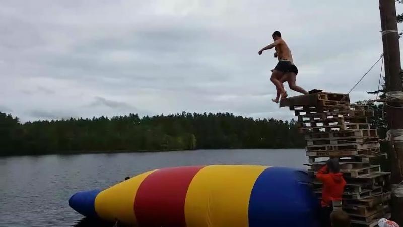 Блоб подушка: прыжок в воду