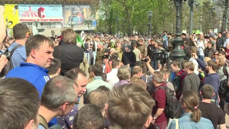 Казаки бьют нагайками сторонников Навального.mp4