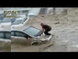 Проливные дожди в Турции спровоцировали самое сильное наводнение за последние 500 лет. Сель, сошедший на улицы Анкары, сносил ле
