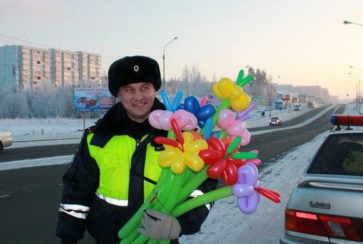 В Усть-Илимске сотрудники ГИБДД провели «Цветочный патруль»