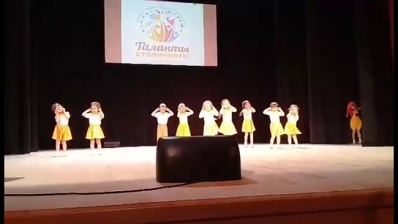 Танец Ручки младшая группа танцевальной студии Лайм на районном танцевальном конкурсе