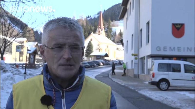 10-000e Tonnen Fels- Dorf in Österreich von der Außenwelt abgeschnitten