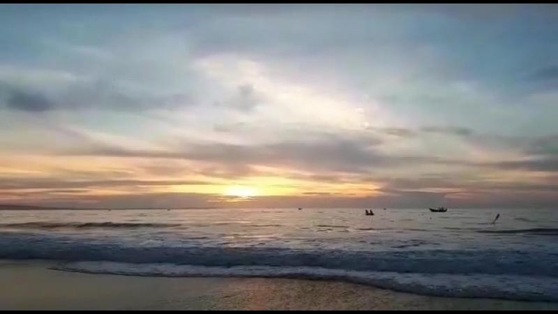 Вьетнамский рассвет 🌅  Спасибо Татьяне @ lyutik_zefirka , что подарила утром нам эту красоту. ✔️Кстати, в январе рассвет позже