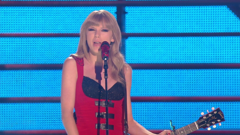 Taylor Swift - Red (CMT Music Awards 2013)