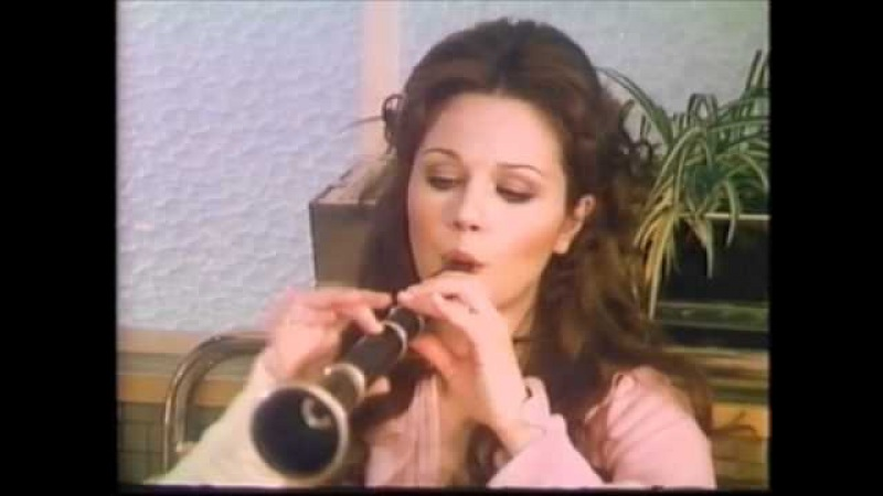 THE SEX MACHINE (1976) Sexy Agostina Belli gets man excited by playing flute! * Italian sex comedy