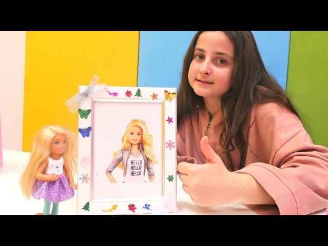 Barbie için çerçeve süslüyoruz. Kız oyuncakları ile evcilik oyunu
