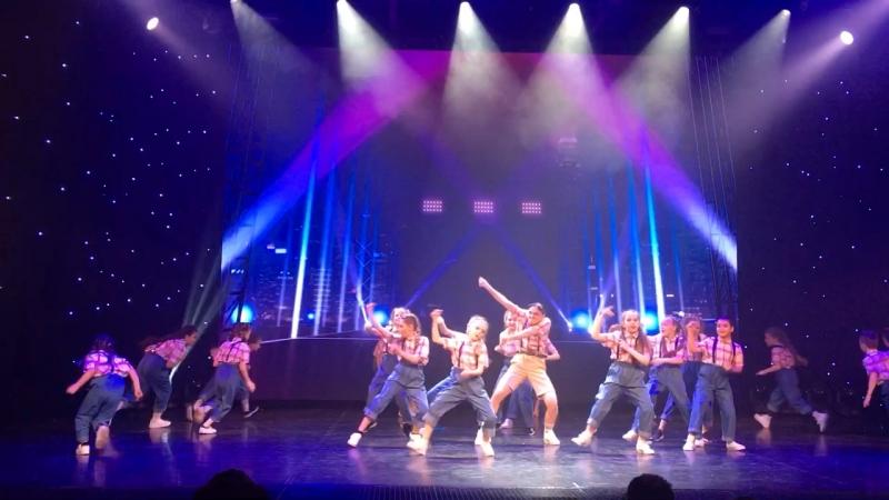 Та-та-та танцы. На сцене театра Аллы Духовой Тодес