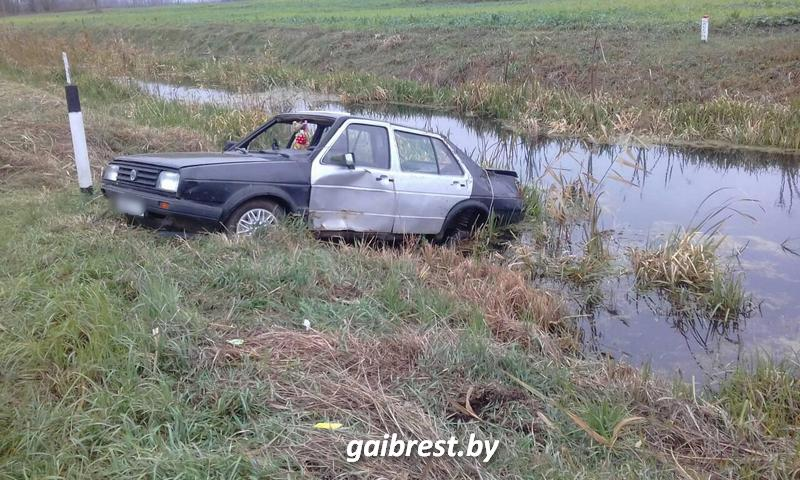 Спустя два дня после аварии водитель обратился за помощью. Мужчина госпитализирован