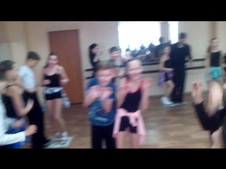 танцы на газете