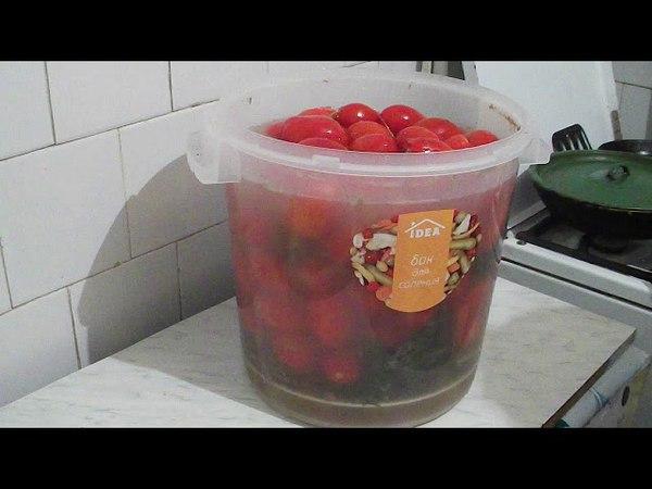 35. Солим помидоры как в бочке.