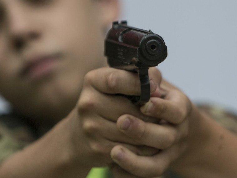В одной из школ города Симферополя подросток подстрелил пятиклассника