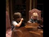 Максим Галкин показал как их с Аллой дети ладят друг с другом.