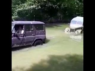 Учили Газика плавать))