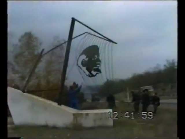 Curaj.TV - 1990: Demolarea unui monument cu Lenin la Cahul