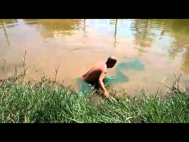 Pescaria no rio de bosta