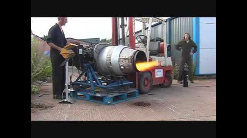 пробный запуск турбореактивного двигателя чуть не закончился аварией