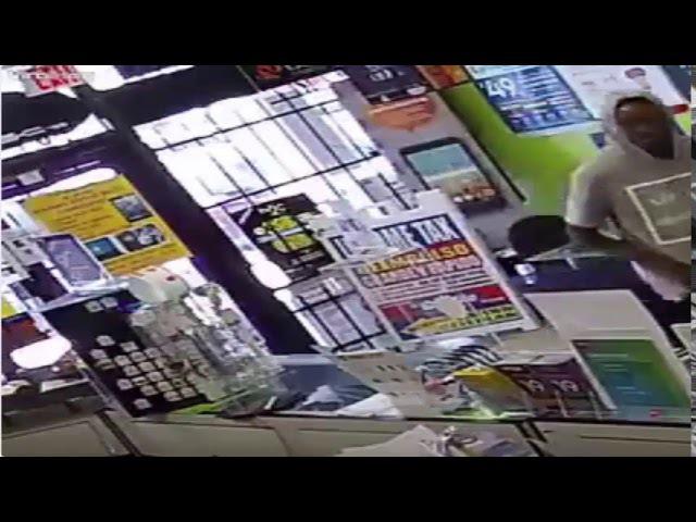 This gotta be the worst robber ever - Bu şimdiye kadarki en kötü hırsız olmalı.