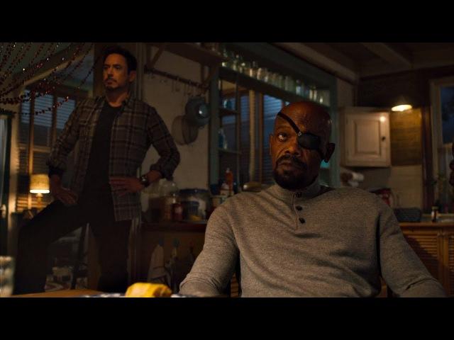 Мстители ужинают. Обставьте платинового упыря! Только при Стиве не выражайтесь.