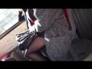 В автобусе девушка с черными колготками