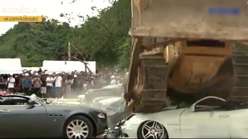 Президент Филлипин уничтожает дорогие машины