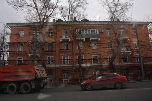 Строят (разбирают) над строительными лесами.  Уже попортили цвет фасада. Посмотрите на балконы=)  30 апреля 2018