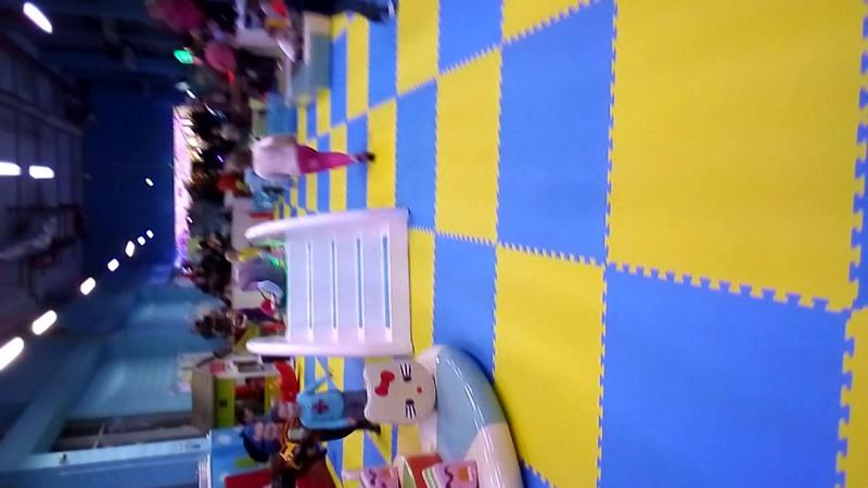 Алиса в развлекательном детском центре Муравейникв Лотос Плазе 3