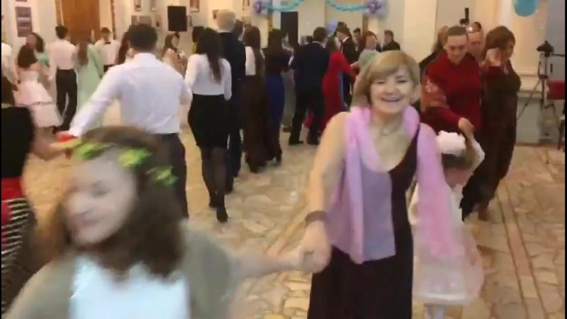 Рождественский Бал в Чистополе.Танцуем змейку Сиртаки.Весело!Радостно