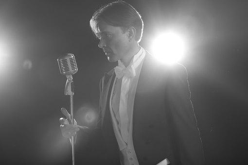январь 2018 г (публикация 24 февраля 2018): Олег Погудин. Серебряный голос России, интервью New Style JrFmAy3sFRo