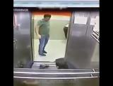 Японочку трахнули в лифте парень!!!!!!!!