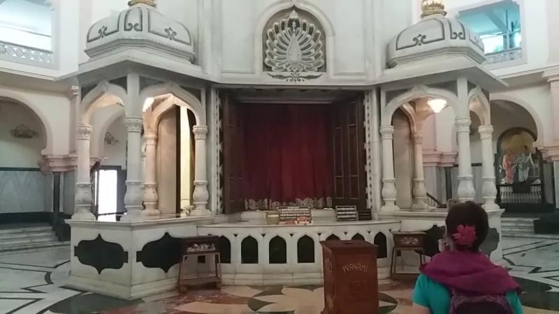 Мурти Шрилы Прабхупады в Пушпа Самадхи