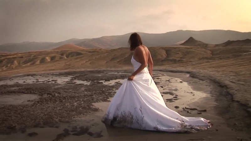 Trash the dress boiling mud