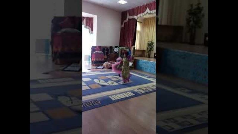 Индийский танец школьниц. Indias dance