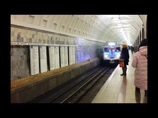 """Новогодний поезд (Еж3) на станции """"Маяковская"""""""