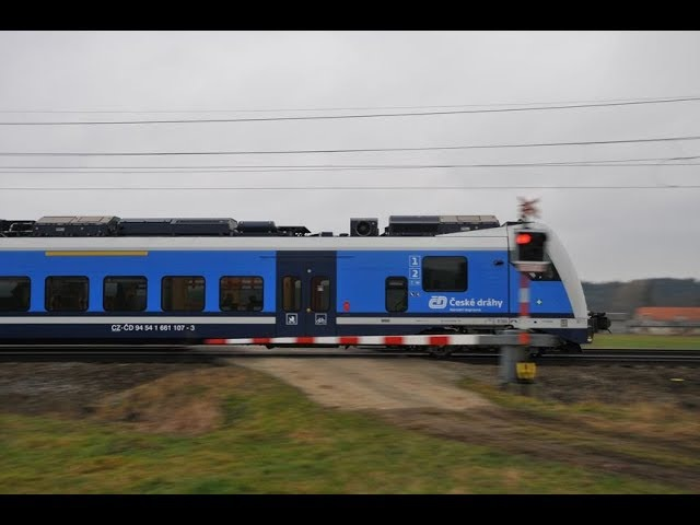 Vlaky Svitavy-Lačnov - u přejezdu 27.12.2017