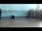 На уроках народного танца стараемся не отставать от наших мальчишек.