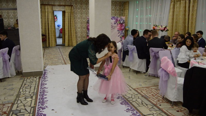 Мои любимые жена и дочь на свадьбе племянника