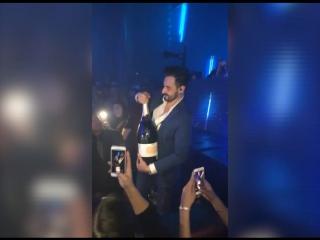 Провал года: тусовщик на Ибице разбил бутылку шампанского за 42 тысячи долларов
