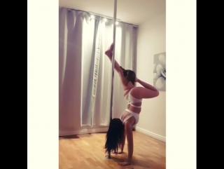 Pole Dance / юмор - Eveline Lindstedt & сумасшедший её бенгальский кот!